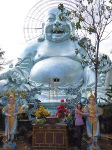 Tel bouddha, je suis heureuse d'être de retour et de vous retrouver.